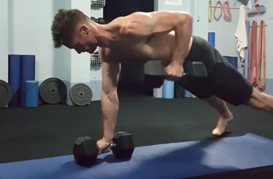 Personal Trainer Oliver Ody demonstrating a Renegade Row